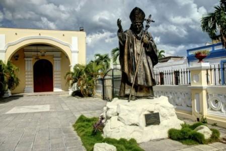 El-Papa-Francisco-visitará-la-escultura-de-Juan-Pablo-II-en-Holguín