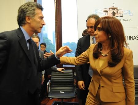 la_presidenta_saluda_a_mauricio_macri